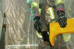 Interierte Handschuhe für sichere Reinigung von außen