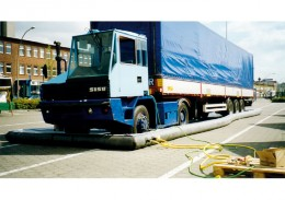 Dekontamination von kompletten Fahrzeugen.