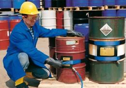 Im Einsatz an Behältern von 10 – 90 cm Durchmesser