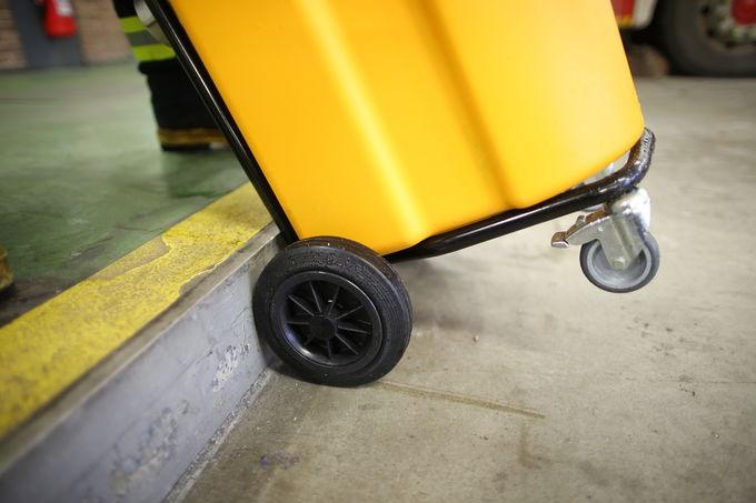 Einfacher Transport. Spezielles Fahrgestell und Rollen ermöglichen ergonomischen Transport – auch über Treppen!