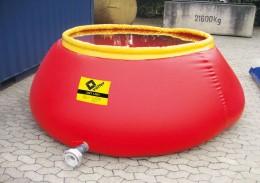 Der offene Wassertank richtet sich dank des aufschwimmenden Rings selbstständig auf.